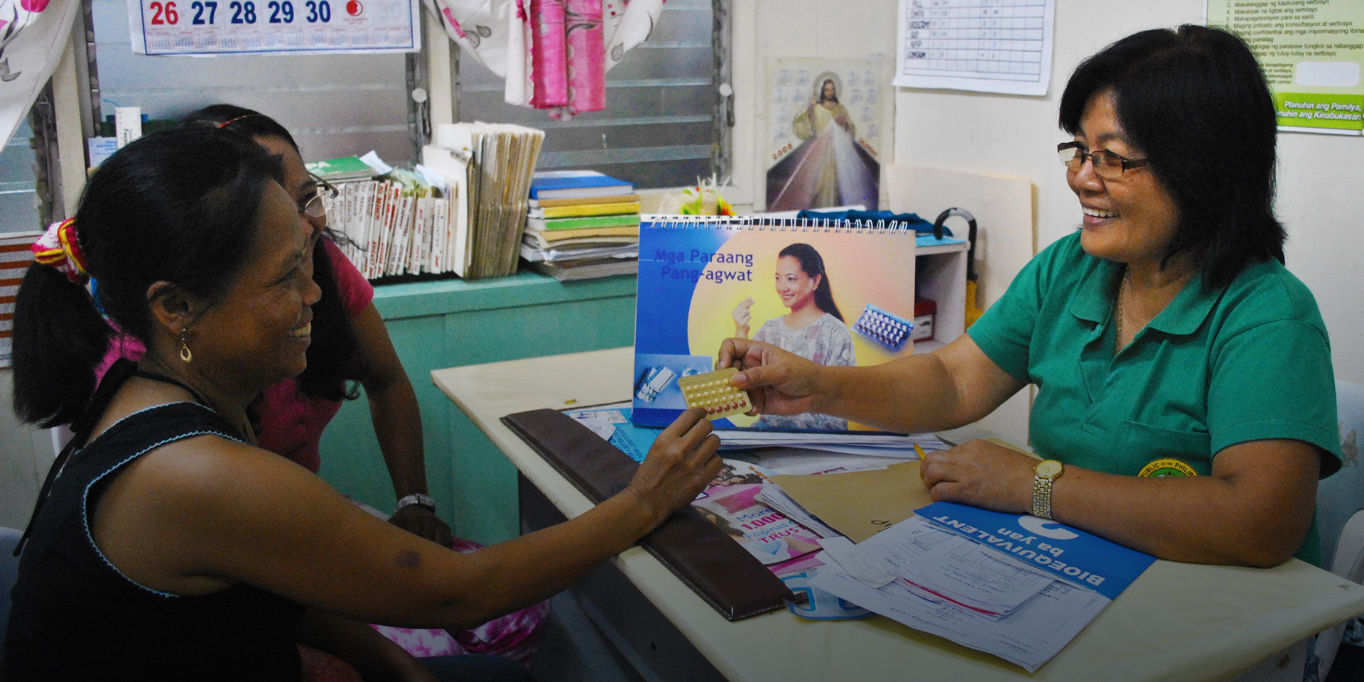 A health worker discusses family planning with a patient.